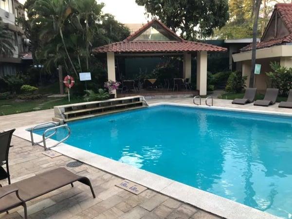 Poolside San Salvador